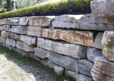 retaining wall with limestone